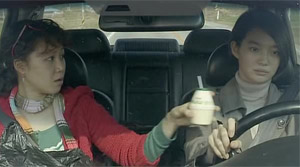 Sisters on the Road - Film Screenshot 5